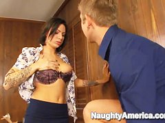 Office whore Juelz Ventura craves for lasting hot orgasm!